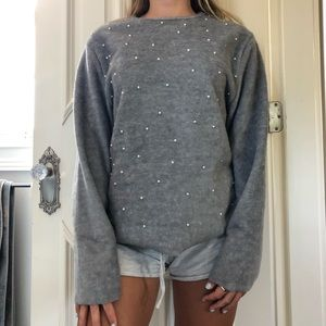 GREY FURRY SWEATER WITH FAKE PEARLS ON FRONT